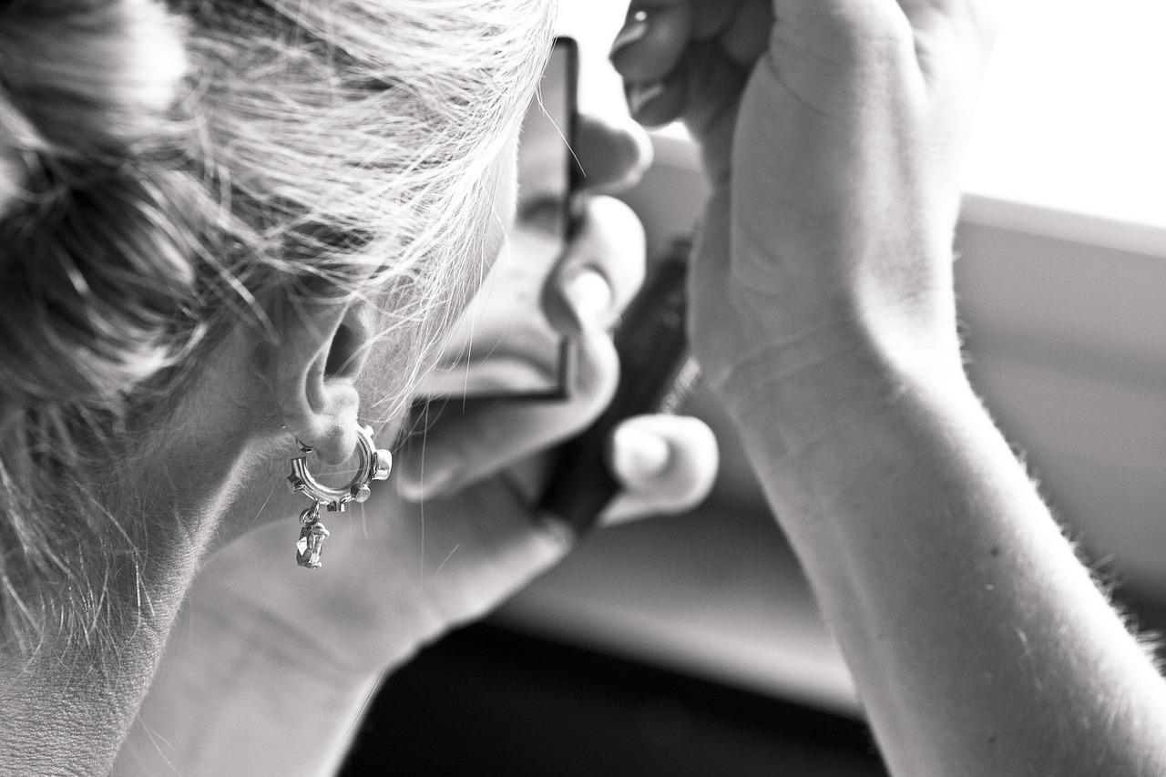 earring 2591496 1280 - Piercingové šperky do uší