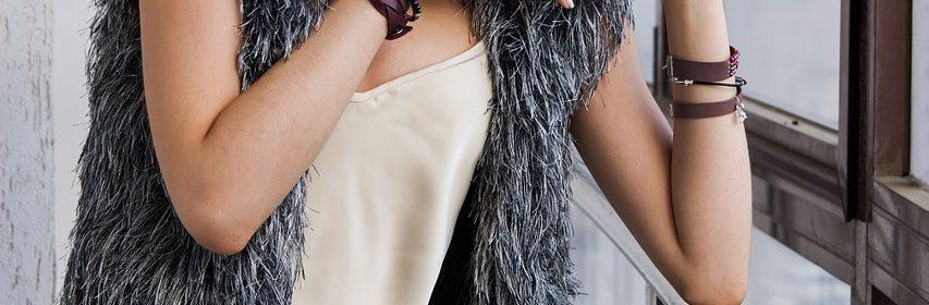 girl 1848474 1280 853x280 - Jak správně nosit náramky s hodinkami